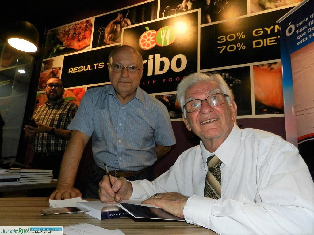 Roberto Franco Bueno lança livro que começou a escrever em 1957